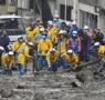إنقاذ أم وابنتها الرضيعة في موقع الانهيار الأرضي باليابان