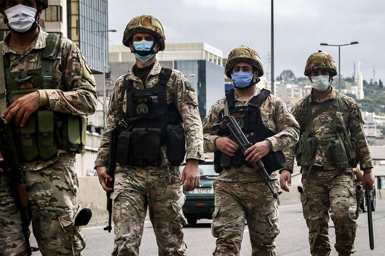 الجيش اللبناني يعلن توقيف أحد مطلقي النار على موكب تشييع شبلي